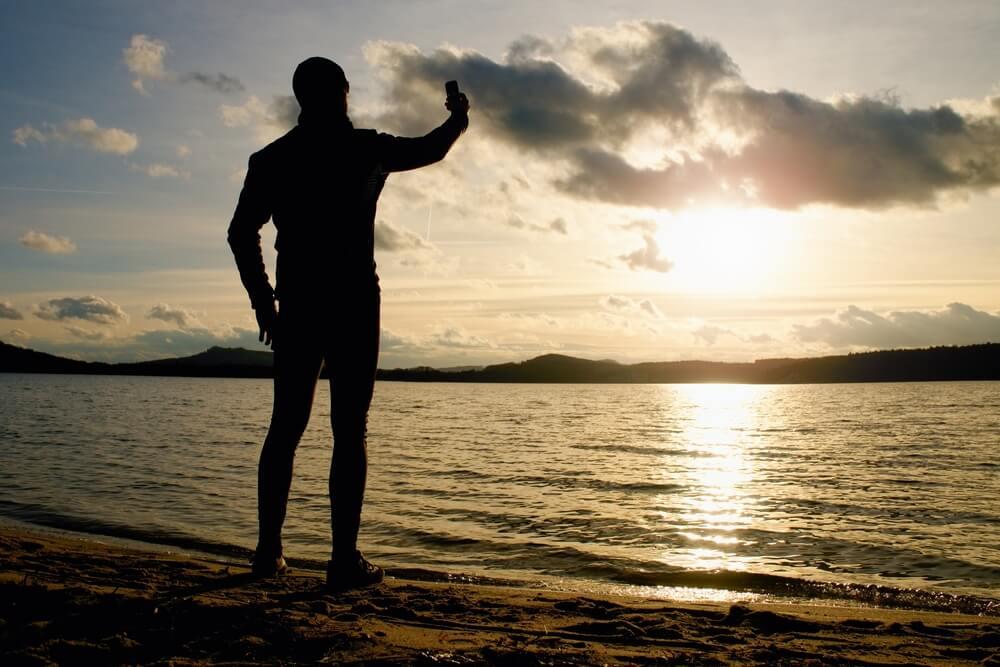 Apps para surfistas: conheça os mais irados para ter no seu smartphone
